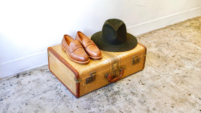 帽子と革靴